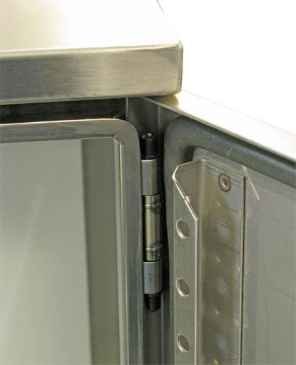 120º door opening provides easy access.